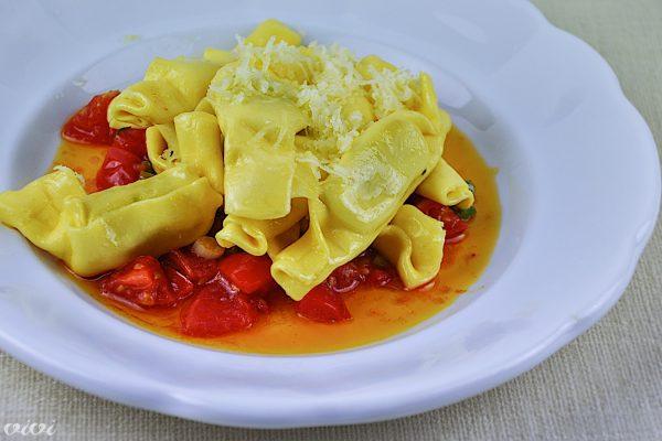 kupljena pasta s hitro paradiznikovo omako2
