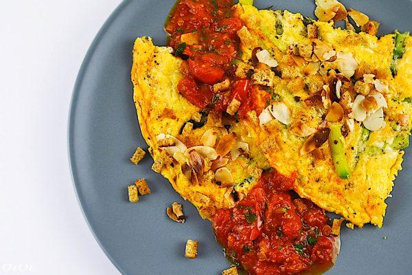 omleta s sparglji in paradiznikom4