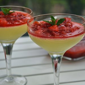 jajcna krema s tonko rabarbara in jagode4