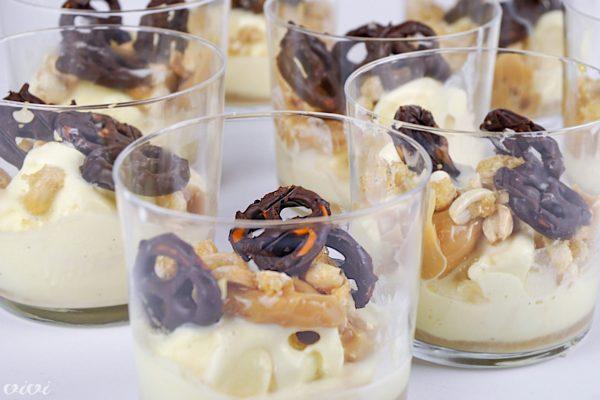 sladoledna kupa s karamelo in prestami2