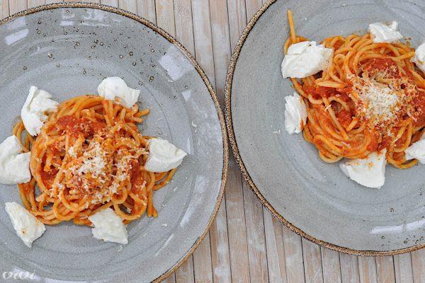 spageti paradiznikova omaka mocarela 8