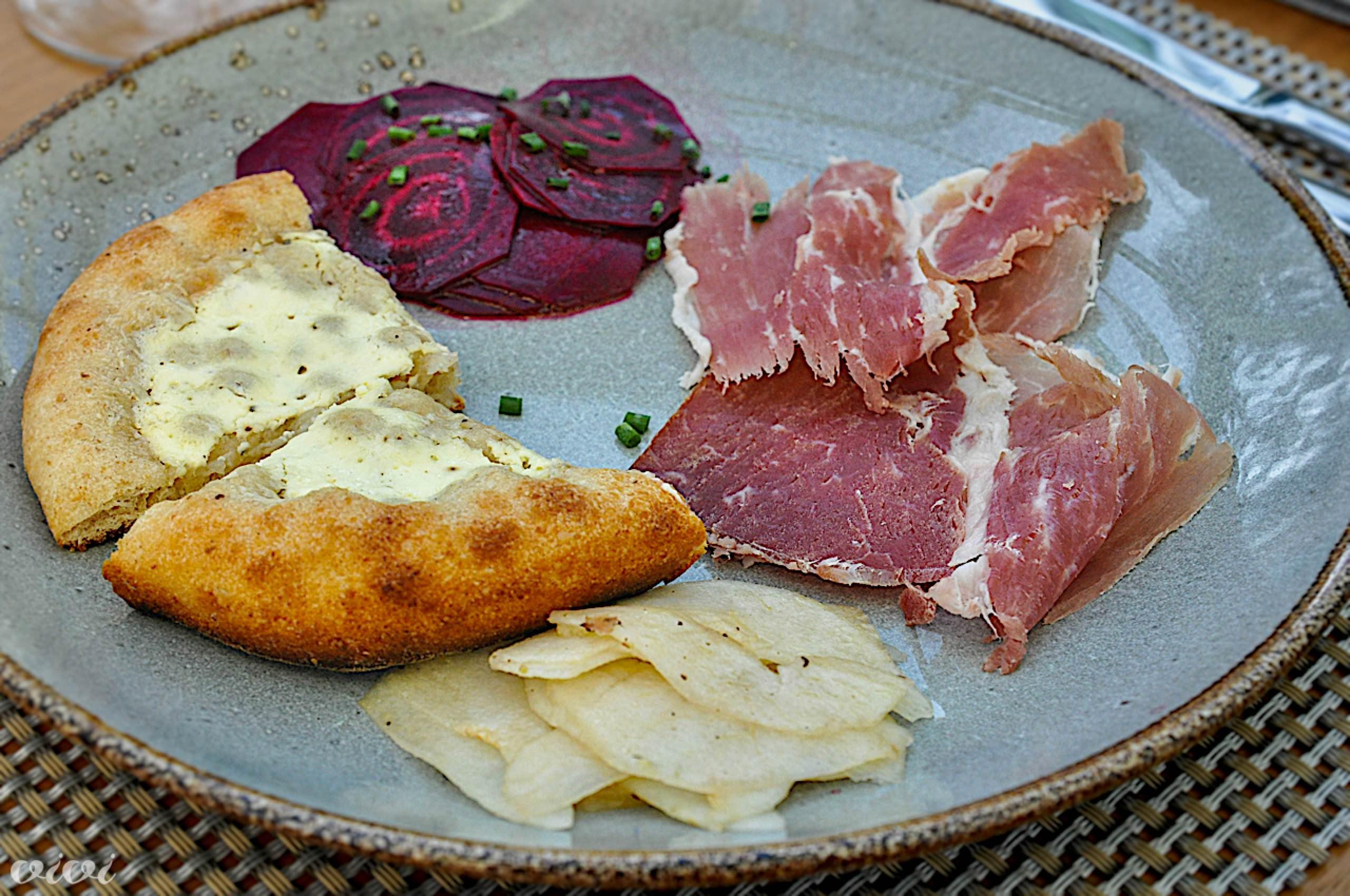 pizzete pršut mangalice rdeča pesa hruška3
