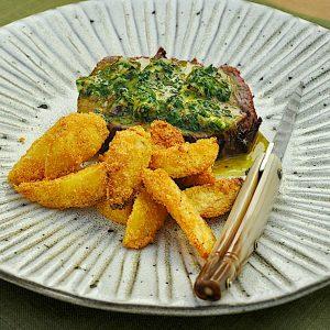 steak zeliščno maslo frites s polento2
