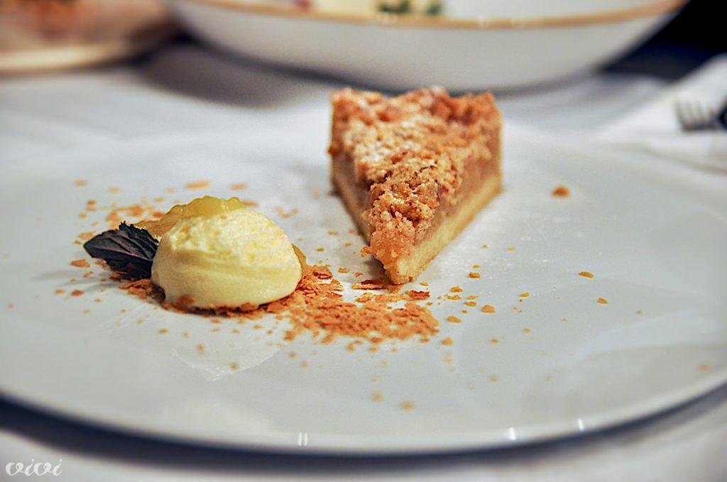 gaube 2019 jabolčna pita z lešnikovim drobljencem