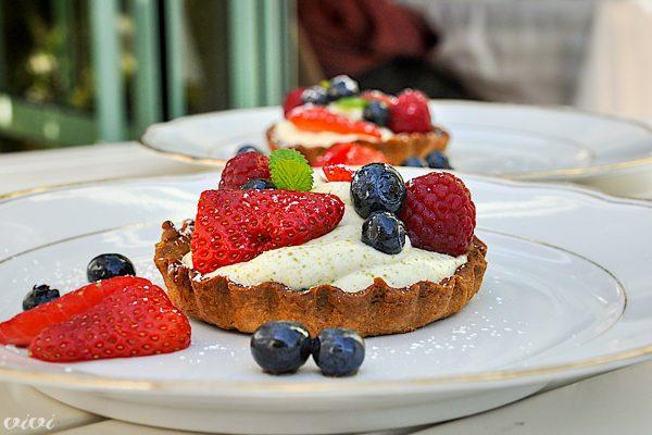 krhka tortica s pistacijevo kremo in sadjem4