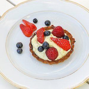 krhka tortica s pistacijevo kremo in sadjem5