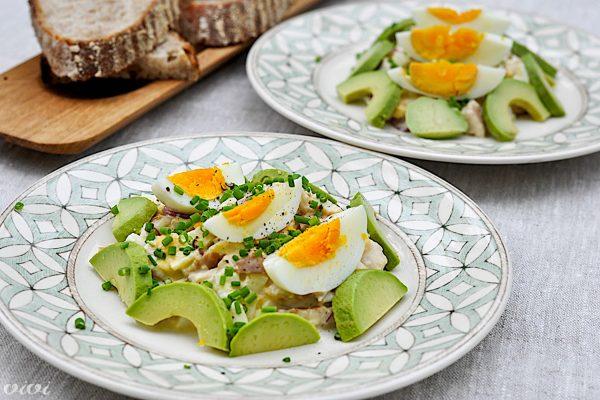 jajčna solata z dimljeno postrvjo