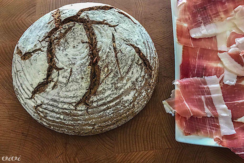 rženi kruh in pršut