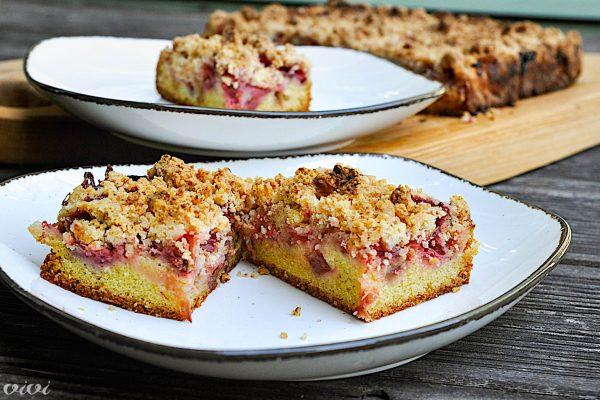 rabarbarin kolač z jagodami in drobljencem11