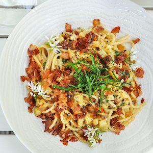 spageti s krompirjem slanino in paradizniki5