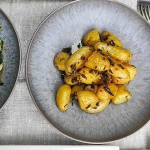 pečen krompir z zelišči
