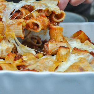 gratinirani rigatoni z omako salsiccie 3