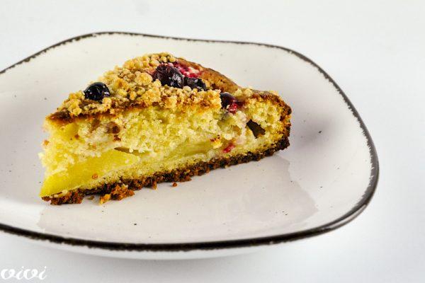 marcipanov kolač z jabolki in brusnicami4