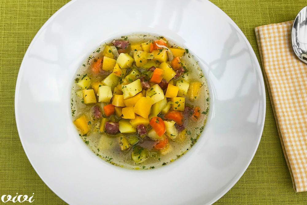 zimska zelenjavna juha s klobaso