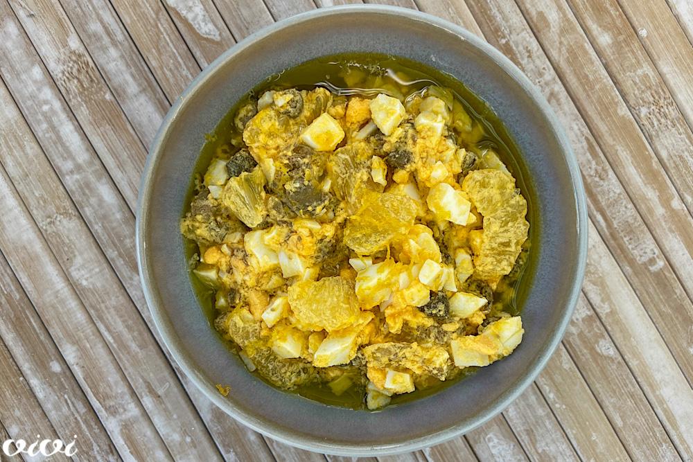 jajčna omaka z limono in kaprami k ribi na žaru