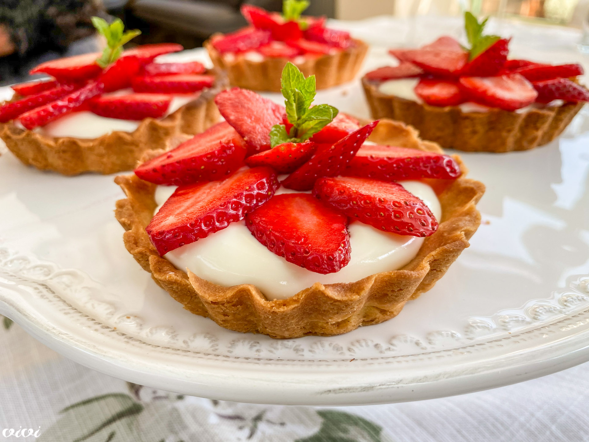 tortica z vrtnicami in jagodami5