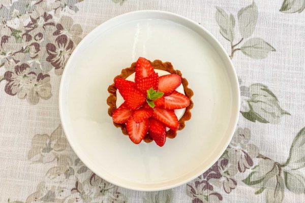 tortica z vrtnicami in jagodami8