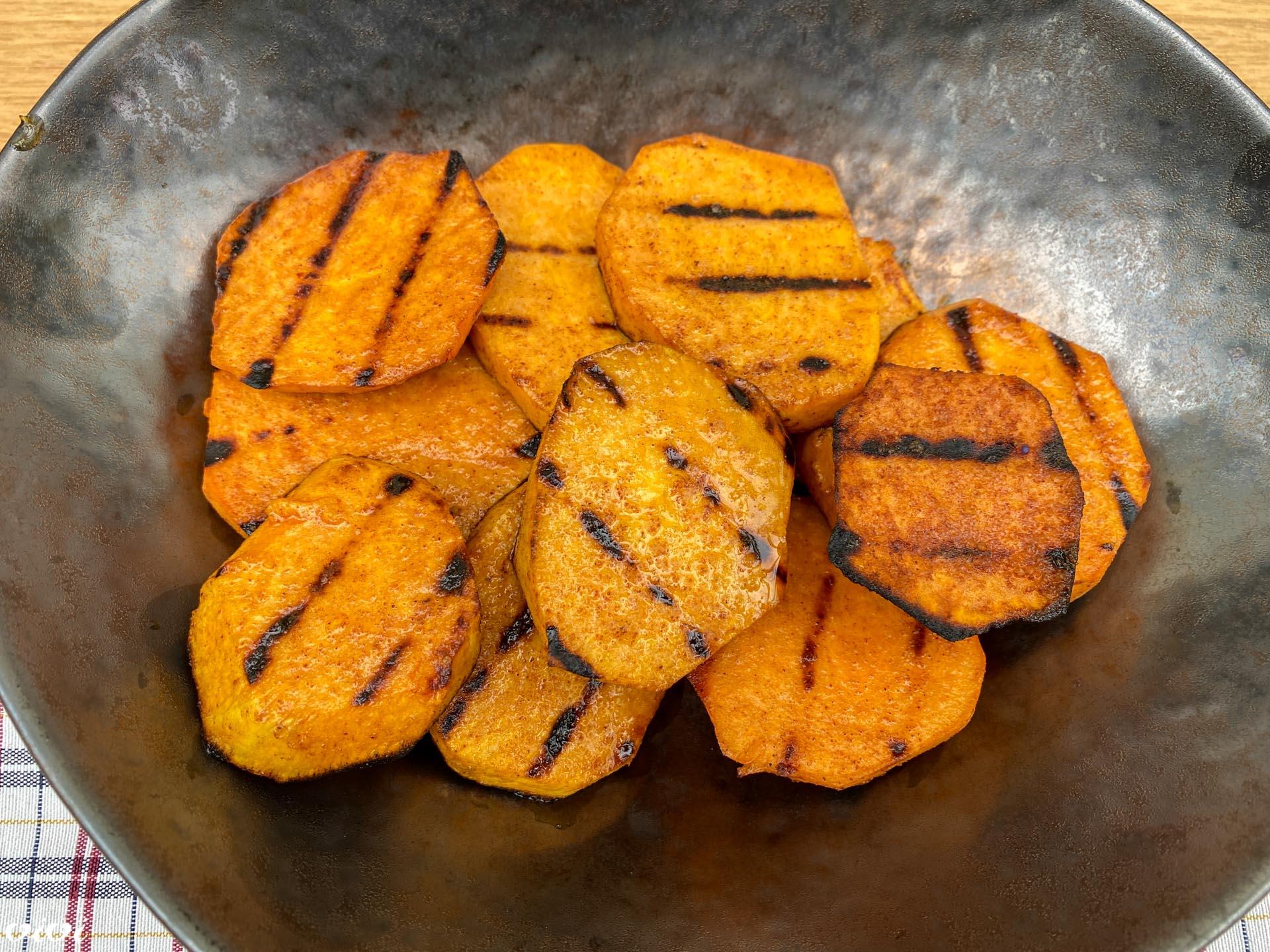 sladki krompir na žaru1