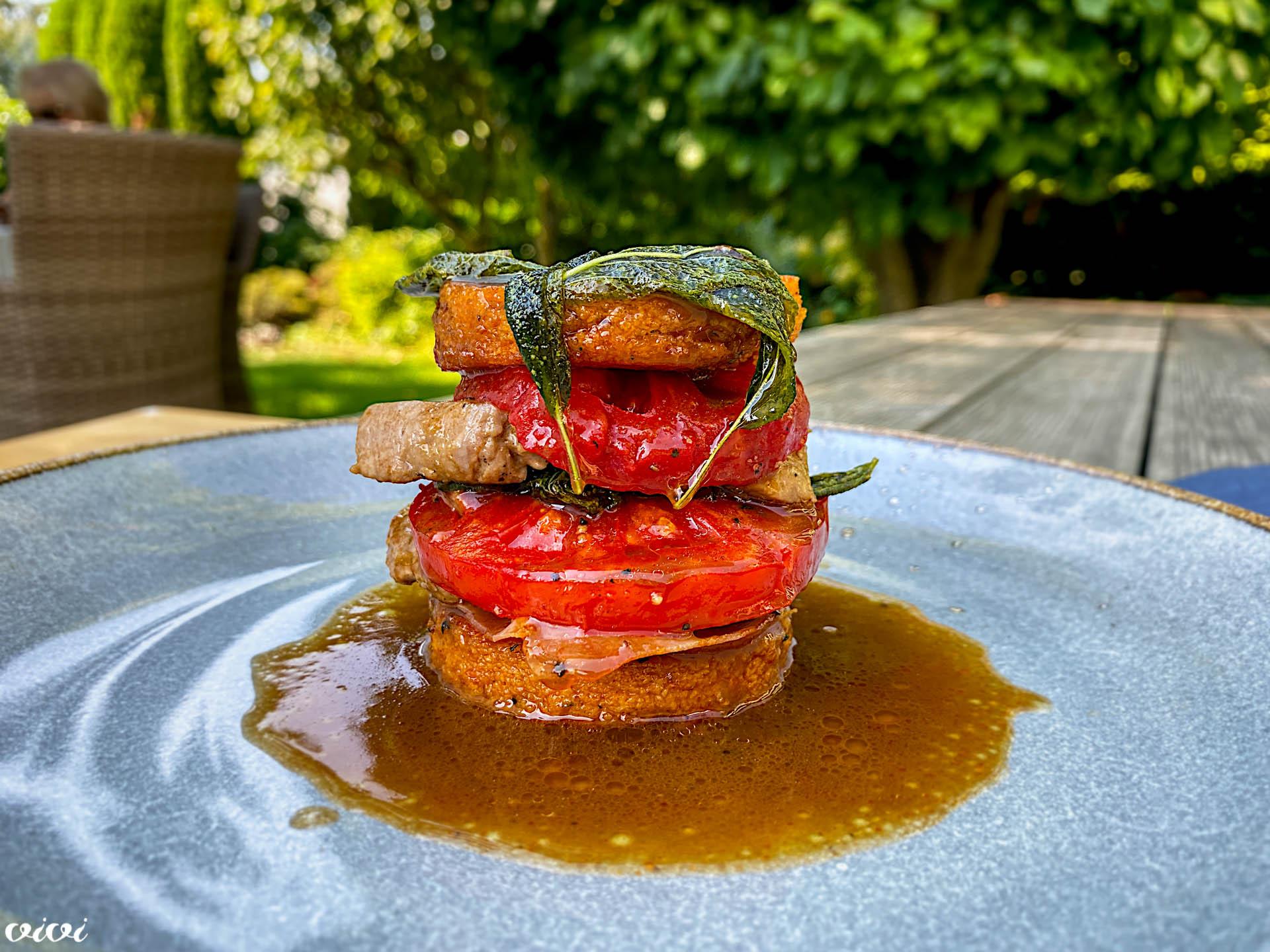 svinjska saltimboka s paradižnikovo polento
