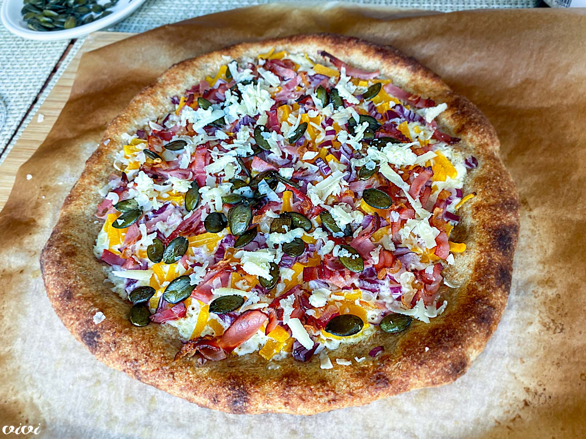 polnozrnata pizza z bučo slanino in hrenom2