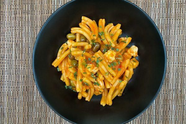 strozzapretti paradižnik kozice olive1