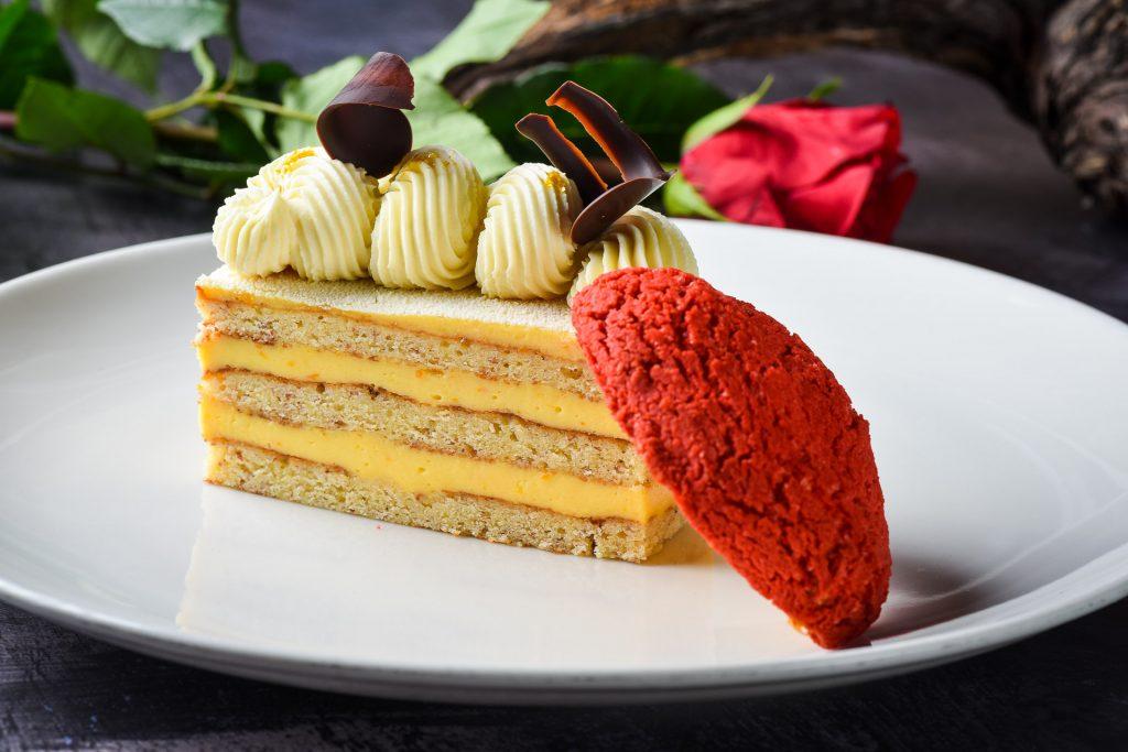 altroke Pasijonkina tortica z belo čokolado, foto Peter Irman