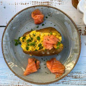 polnjen krompir z jajcem in sirom022