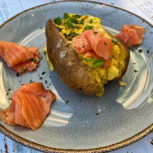 polnjen krompir z jajcem in sirom027