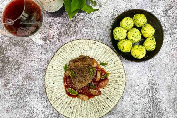 divjačinski steak s šalotkino vinsko omako032