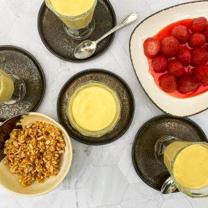peneča vaniljeva krema in pečene jagode s krokantom8