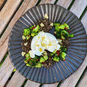 Brokoli, leča in burrata033