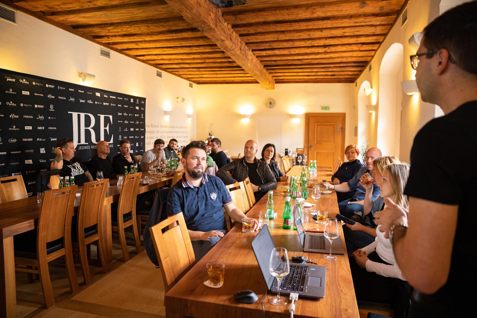 JRE sestanek foto Rok Deželak