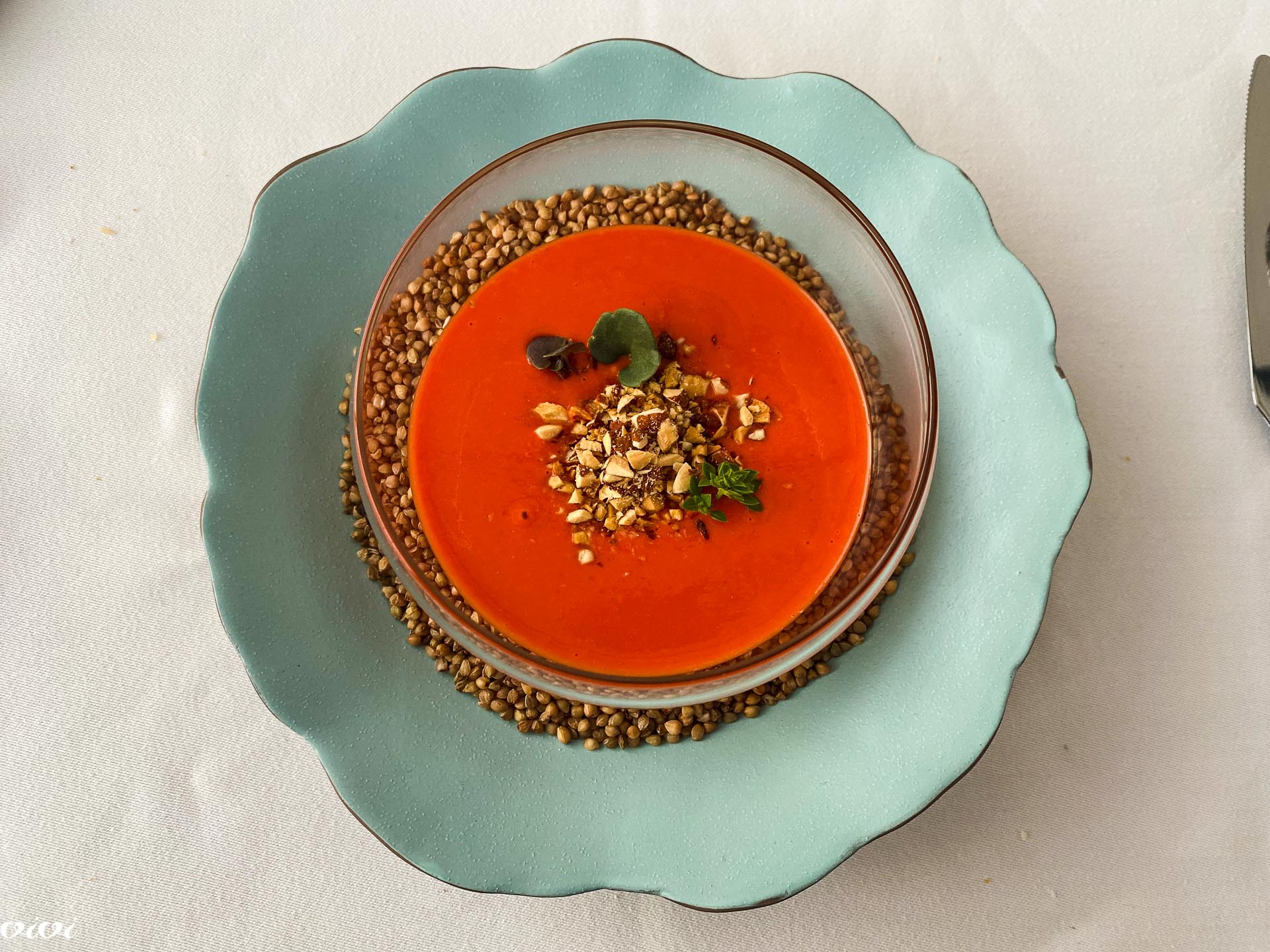 Hiša Krasna, hladna paradižnikova juha z lešniki3