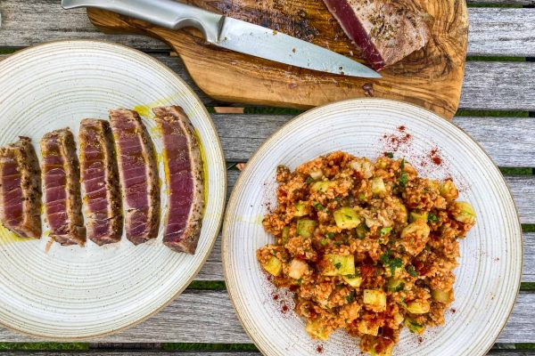 Bulgur solata s kumaro in melancani, pečena tuna3